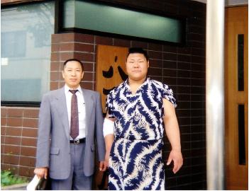 八角部屋に入門した米田君と大内先生